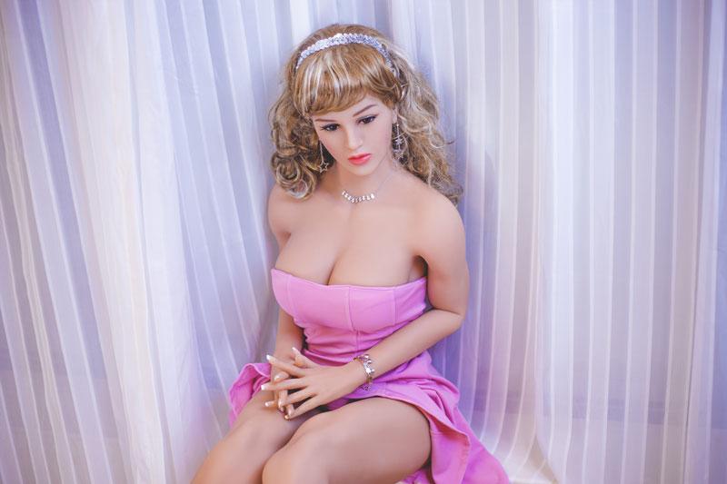 poupée sexuelle en silicone pas cher